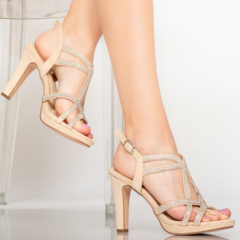 Ce modele de sandale cu toc purtăm în 2020? 1
