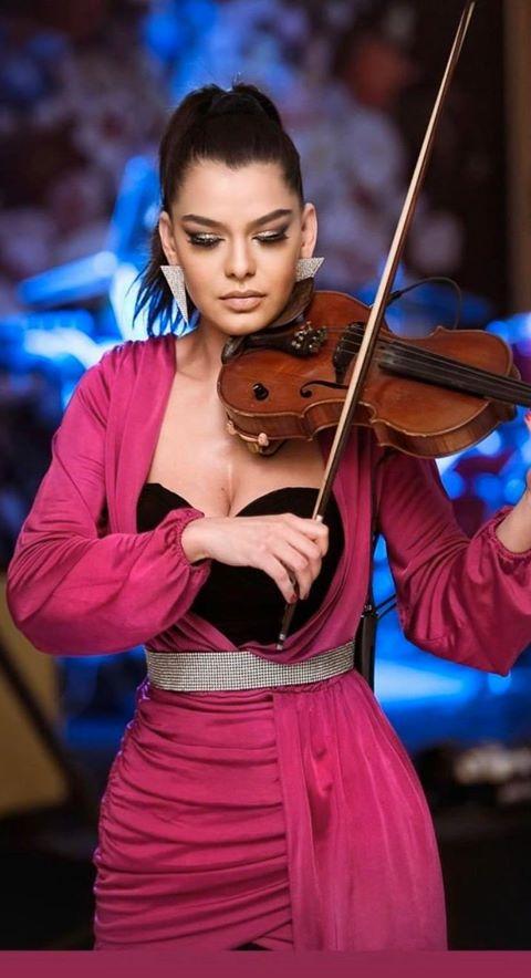 Raluca Raducanu, fata cu vioara de cristal, canta la Palatul Snagov 4